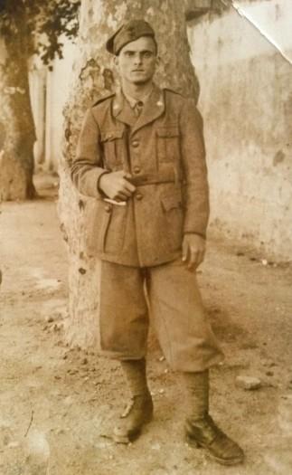 Alfano in divisa in una foto scattata nel 1942
